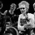 John Lydon assigne les Sex Pistols en justice.